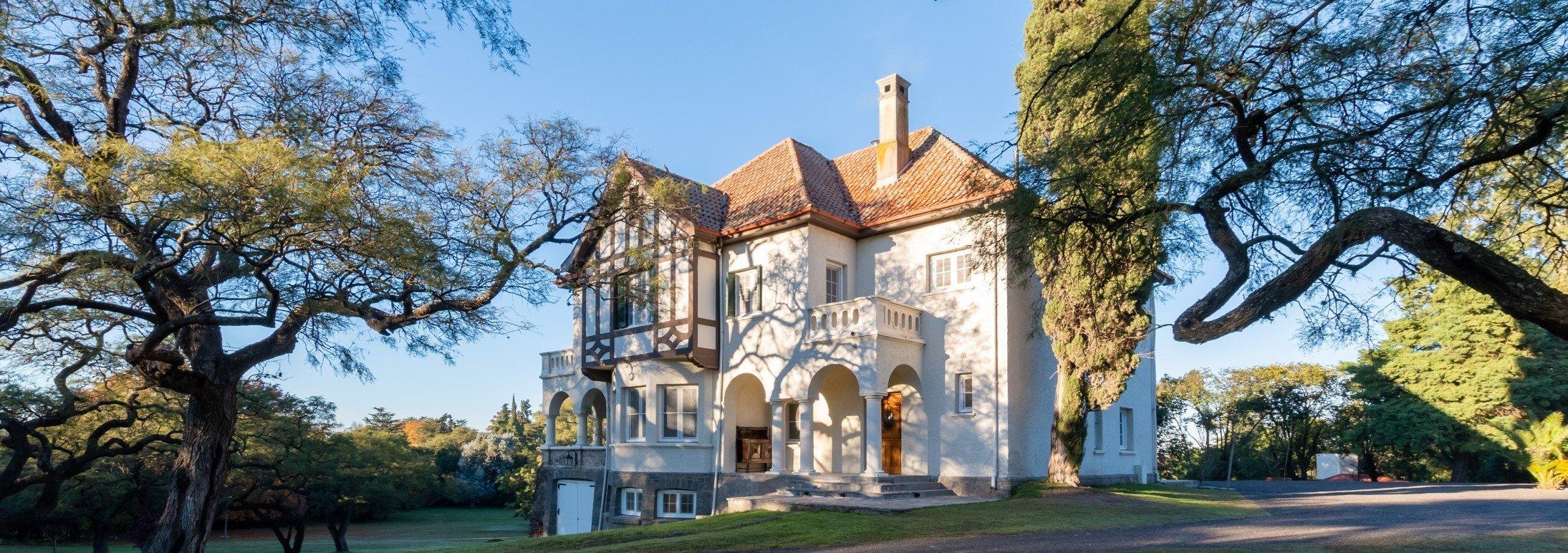 Lee más sobre el artículo Una joya arquitectónica Tudor en las Sierras de Córdoba